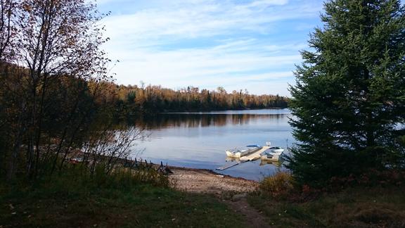 vue du chalet sur lac broquerie_internet