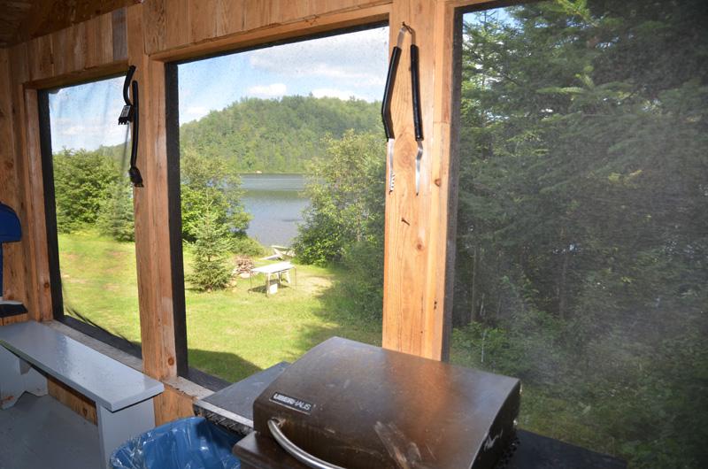 BBQ-galerie mousticaire- vu sur le lac- pêche